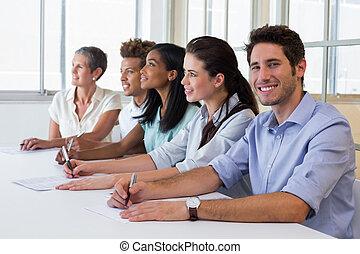 grupo, de, trabajadores, escuchar, a, prese
