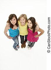 grupo, de, tres, niñas jóvenes, en, estudio