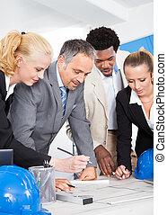 grupo, discutir, businesspeople, junto