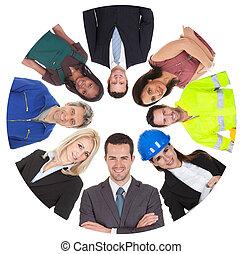 grupo, diverso, bajo, profesional, ángulo, vista