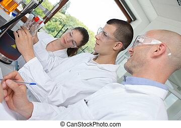 grupo, estudantes, jovem, laboratório, luminoso, química
