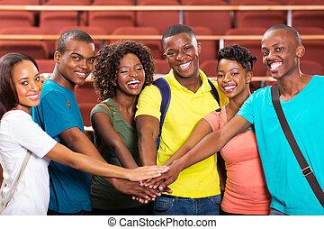 grupo, estudiantes, manos juntos, colegio, africano, ...