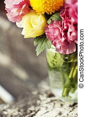 grupo flores, em, um, frasco vidro
