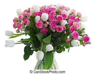 grupo, fresco, rosas cor-de-rosa, e, branca, tulips