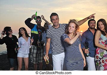 grupo jovens, apreciar, verão, partido, praia