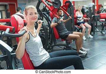 grupo mulheres, exercitar, em, ginásio