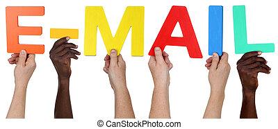 grupo multi étnico, de, pessoas, segurando, a, palavra, e-mail, ou, email