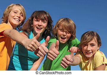 grupo niños, con, pulgares arriba