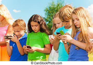 grupo, niños, sms