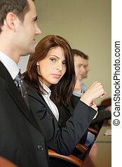 grupo pessoas empresariais, em, a, tabela conferência