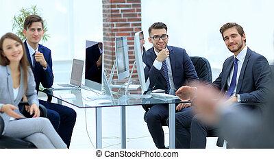 grupo pessoas empresariais, em, um, reunião, ligado, a, fundo, de, offic