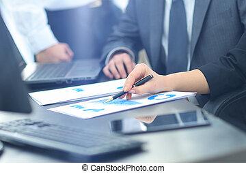 grupo pessoas empresariais, trabalhando, em, escritório