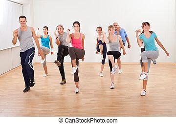 grupo pessoas, fazendo, aeróbica, exercícios