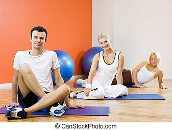 grupo pessoas, relaxante, após, exercício aptidão