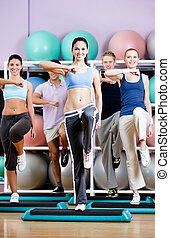 grupo, placas, pessoas, ginásio, passo, exercício