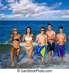 grupo, respingue, executando, adolescentes, praia, feliz