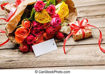 grupo rosas, e, caixa presente, com, um, vazio, tag