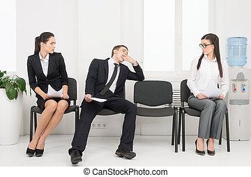grupo, sentando, cadeiras, pessoas, esperando, interview.,...