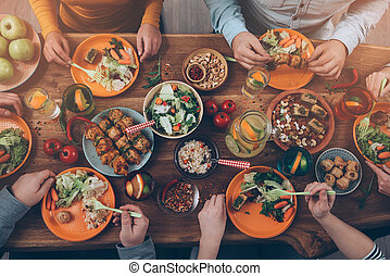 grupo, sentando, topo madeira, pessoas, jantar, junto,...