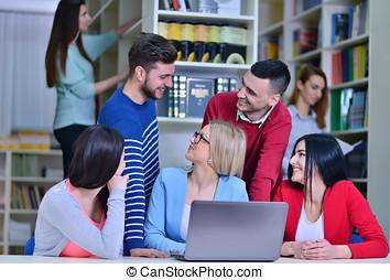 grupo, trabalhando, estudantes, biblioteca, junto, professor