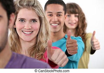 grupos, de, adultos jovens, dar, a, dedo polegar*-para cima