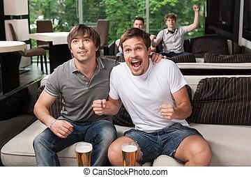 grupp, av, fläktar, glädjande, fotbollslag, in, öl, pub.,...