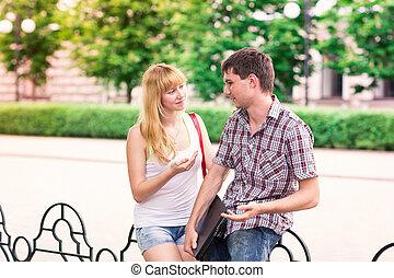 grupp, av, glada leende, tonårig, deltagare, utomhus