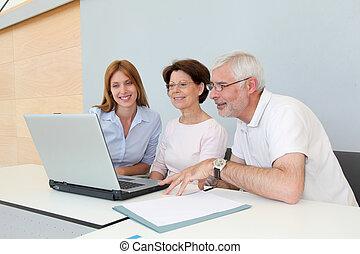 grupp, av, senior, folk, bevista, jobb sök, möte