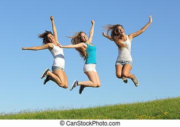 grupp, av, tre, tonåring, flickor, hoppning, gräset