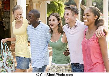 grupp, inköp, teenagers, ute
