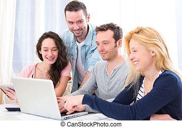 gruppe, arbeitende leute, laptop, junger, attraktive, 4