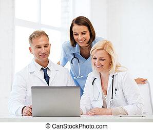 gruppe, i, doktorer, kigge hos, pc. tablet