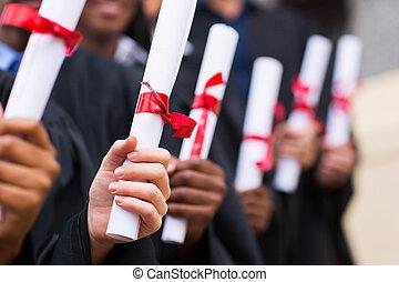gruppe, i, graduates, holde, afgangsbeviset