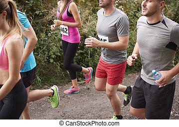 gruppe jungen leuten, auf, der, jogging, marathon