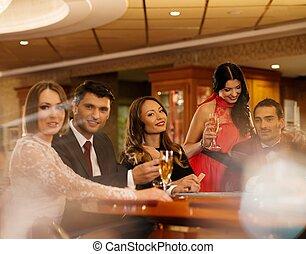 gruppe jungen leuten, spielen feuerhaken, in, a, kasino