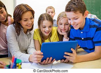 gruppe kinder, mit, lehrer, und, tablette pc, an, schule