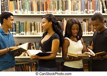 gruppe, von, afrikanisch, studenten, in, buchausleihe