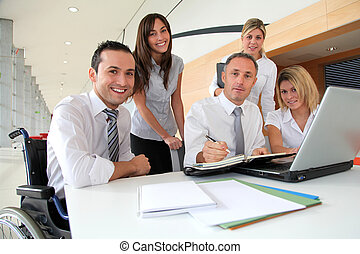 gruppe, von, büroangestellte, in, a, geschäftstreffen