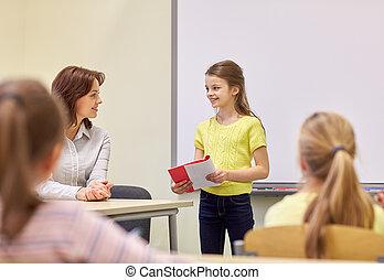 gruppe, von, bilden kinder, mit, lehrer, in, klassenzimmer