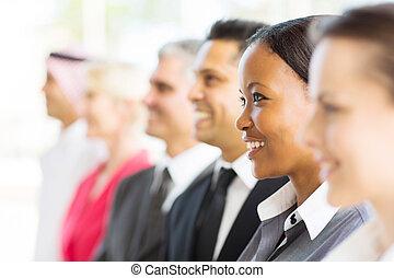 gruppe, von, businesspeople, weg schauen