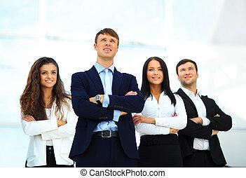 gruppe, von, feundliches , businesspeople, mit, mann, führer, front