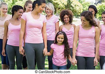 gruppe, von, frauen, unterstützen, brustkrebs, kampagne