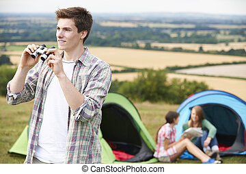 gruppe, von, junger, friends, camping, in, landschaft