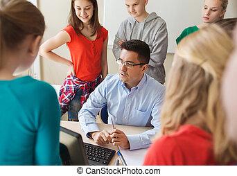 gruppe, von, studenten, und, lehrer, an, schule, klassenzimmer
