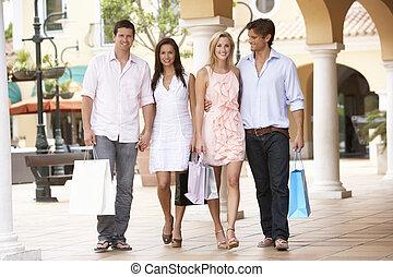 gruppieren zusammen, shoppen, genießen, friends, reise