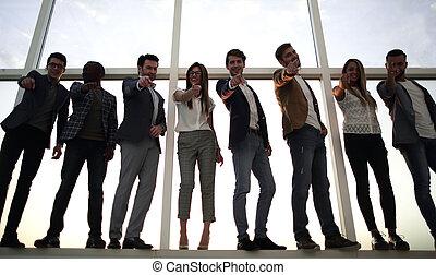 gruppo, affari, indicare, persone, giovane, lei