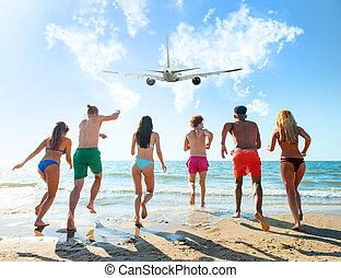 gruppo amici, corsa, a, il, mare, con, un, aereo, in, il, sky., concetto, di, viaggiare, e, estate