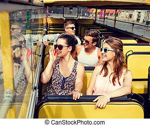 gruppo, autobus, giro, viaggiare, sorridente, amici