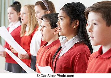 gruppo bambini, canto, in, choir scuola