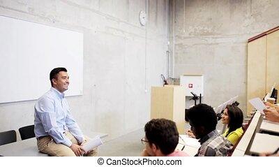 gruppo, di, studenti, e, insegnante, in, corridoio conferenza